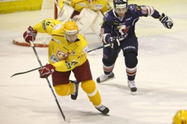 V predohrávke 25. kola hokejovej extraligy sa stretne v derby Dukla Trenčín a líder tabuľky Slovan Bratislava