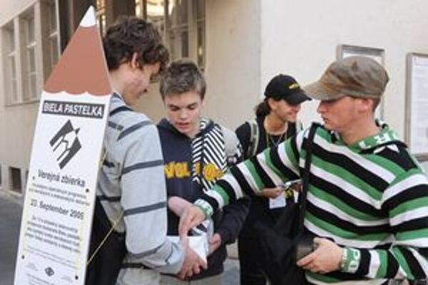 Dobrovoľníci vyberali eurá v uliciach Trenčína