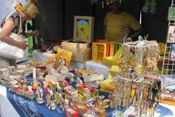 Drevené hračky zaujali aj dospelých