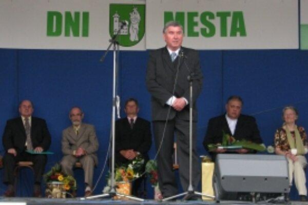 Dopisovateľka Trenčianskych novín Viera Benešová (prvá z prava) získala ocenenie Osobnosť mesta.