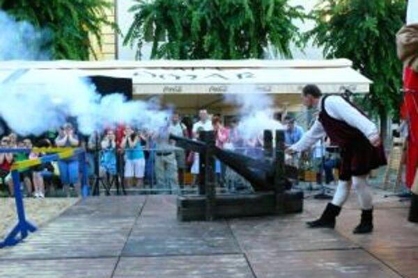 Trenčianske historické slávnosti začali v pondelok 27. júla salvami z dela.