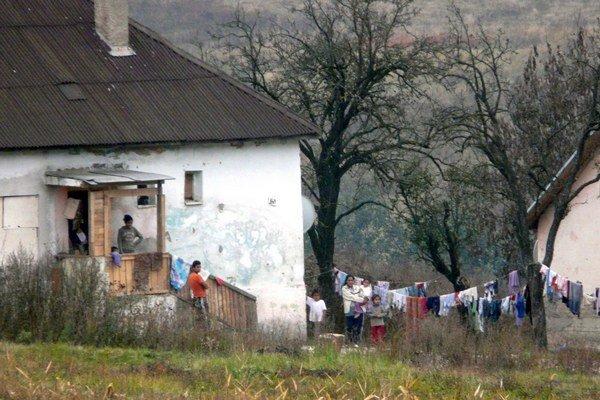 Malá osada v izolovanej časti Jelšavy nazývaná Kejďák. V troch rodinných dvojdomoch tu žijú prevažne sociálne odkázaní obyvatelia.