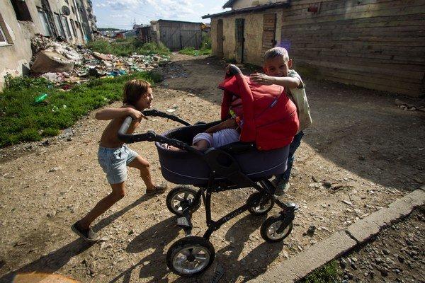 Segregovane žijúci Rómovia sú rizikovou skupinou.