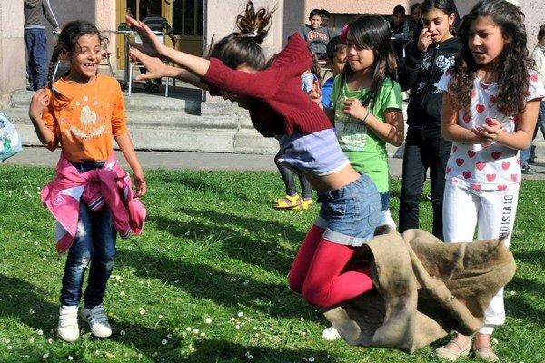 Zábavné hry pre deti na deň Rómov.
