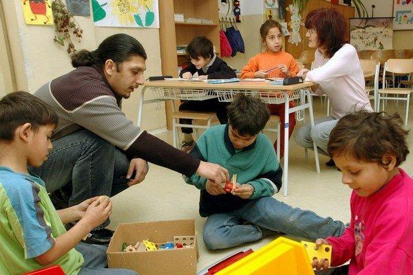 Rómovia pomaly lámu tabu v školách na východe, kde učia, alebo pôsobia ako asistenti.