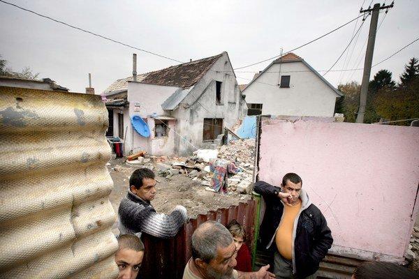 Malacky odmietajú sťahovanie rómskej rodiny z Družstevnej ulice.