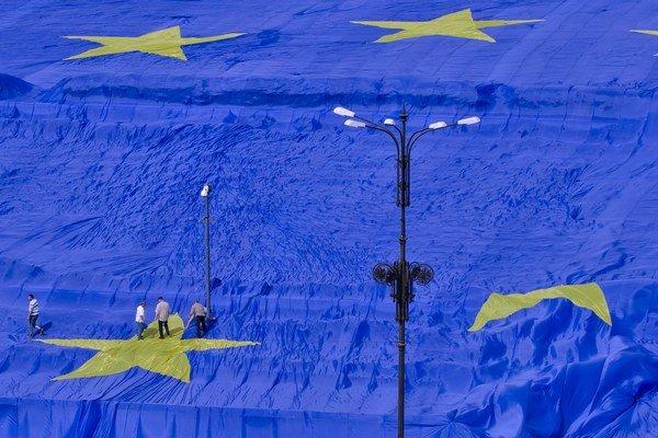 Brusel ide riešiť integráciu Rómov.