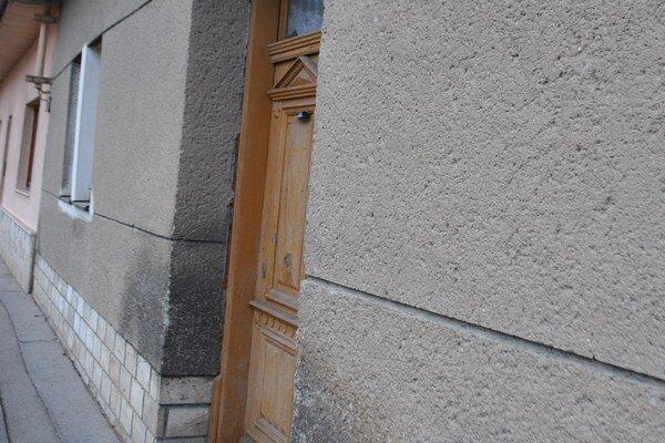 Dom na Prešovskej ulici. Pred troma rokmi ho mesto odkúpilo, dom sa však nedarí predať.