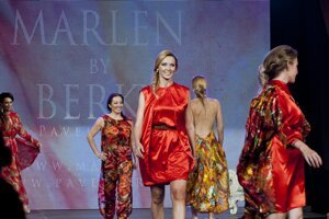Fashion show Pavla Berkyho v BratislaveMódna prehliadka kolekcie návrhára Pavla Berkyho v rámci 6. ročníka svetového rómskeho festivalu International Gypsy Fest.