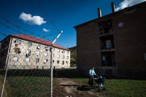 Segregačné múry a ploty na SlovenskuPlot v Partizánskom