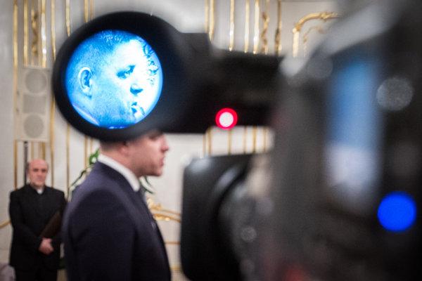Pre drahé hodinky skončil v Poľsku nedávno minister dopravy. Robert Fico pri otázkach o tých jeho len povedal, že mu ich kúpila manželka a situácia bola vyriešená.