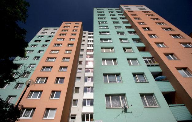 Čoraz viac ľudí sa pozerá po novom bývaní.