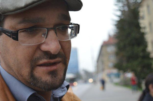 Maroš Balog z Úradu splnomocnenca vlády pre rómske komunity sa osobne zúčastnil pietneho aktu pred mestským úradom.