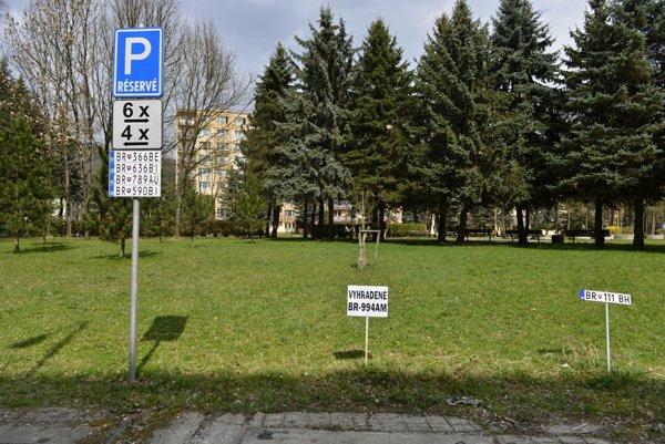 Parkovanie v Brezne.