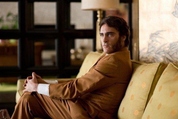V novom filme Paula Thomasa Andersona si opäť zahral Joaquin Phoenix.