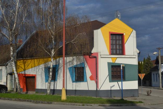 Mondrianovský dom v Trnave.