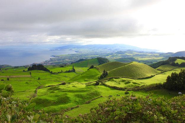 Rôznorodú exotickú prírodu aj skvelé pláže ponúkajú Azorské ostrovy.