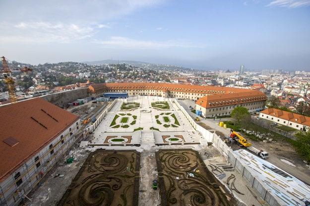 Pohľad na Barokovú záhradu vo výstavbe.