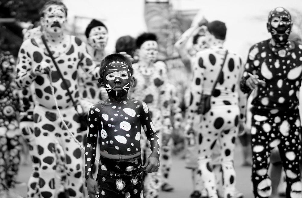 Bláznivý sviatok Ati-Atihan v mesta Kalibo v provincii Aklan sa slávi počas druhého januárového týždňa.