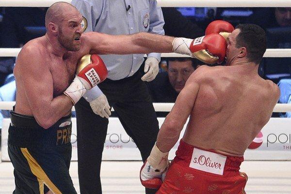 Tyson Fury (vľavo) s Vladimirom Kličkom.