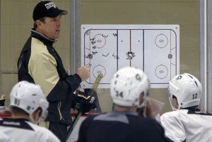 Hokejisti Pittsburghu Penguins sa pripravujú na zápas prvého kola play off.