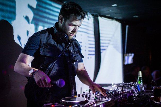 Mike Skinner otvoril DJ setom festival Waves.