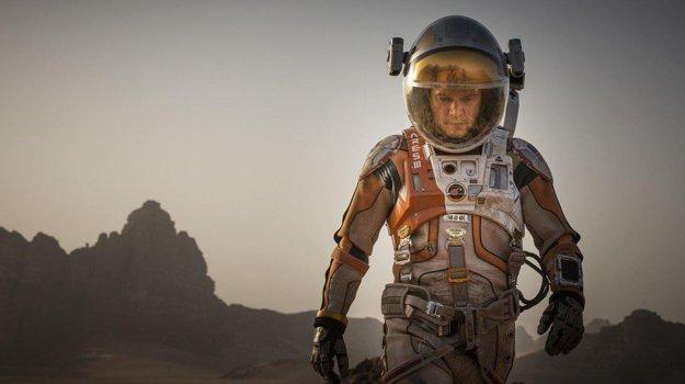 Matt Damon je v hlavnej úlohe ironický, vtipný a presvedčivý.