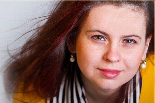 Linda Keprtová (1983) je absolventkou JAMU v Brne, obor – dirigovanie zboru. Od roku 2006 študuje na tej istej škole opernú réžiu. Má za sebou inscenácie opery Jej pastorkyňa Leoša Janáčka, Il matrimonio segreto  Domenica Cimarosy, Alexandr Bis Bohuslava