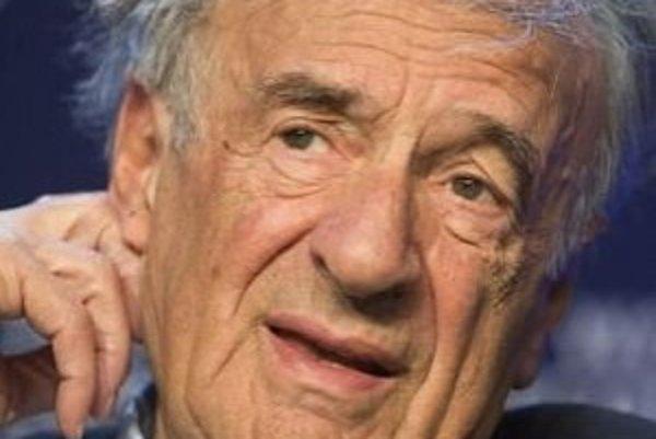 Madoff okradol aj nositeľa Nobelovej ceny mieru Elieho Wiesela (na snímke). V hre mala vystupovať aj jeho postava, zostal iba židovský básnik, ktorý ho pripomína.