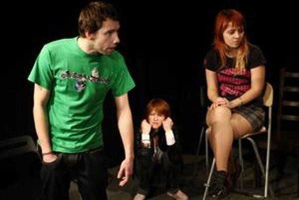 V novej hre Ponor, ktorú pripravilo trnavského divadlo Disk má najväčší priestor nastupujúca herecká generácia.
