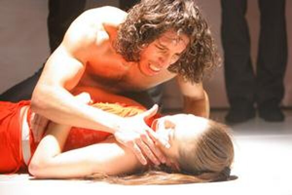 Ivan Martiš ako Don José a Silvia Beláková v úlohe Carmen.