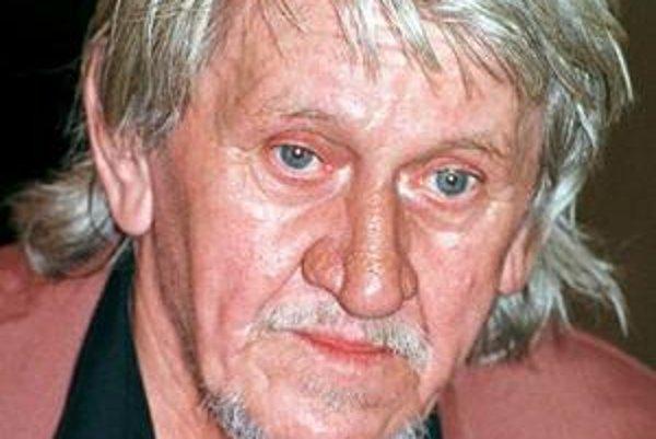Július Vašek debutoval na plátne v roku 1954. Hrával najmä negatívne postavy.