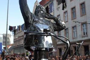 Socha Júliusa Satinského na Dunajskej ulici v Bratislave.