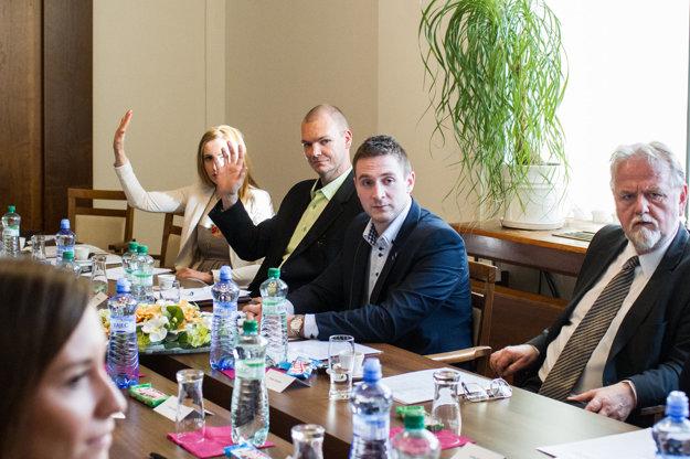 Milana Uhríka z ĽSNS za podpredsedu zahraničného výboru nezvolili.
