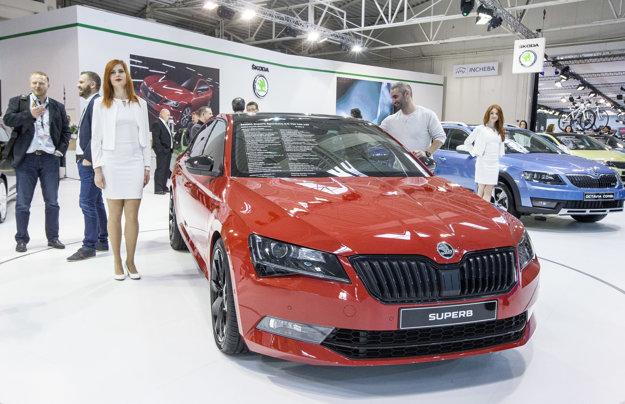Fanúšikov českej automobilky môže potešiť športovo ladený model Superb SportLine.