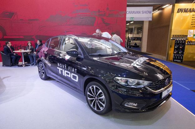 Tipo má šancu zviditeľniť meno Fiat. Novinka sa nám páči po dizajnovej i praktickej stránke. K už predávanému sedanu s cenou od 11.740 eur sa ešte pridá hatchback a kombi. Svoju výstavnú premiéru absolvovali už v Ženeve.