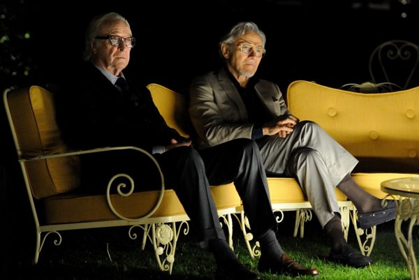 Michael Caine a Harvey Keitel.