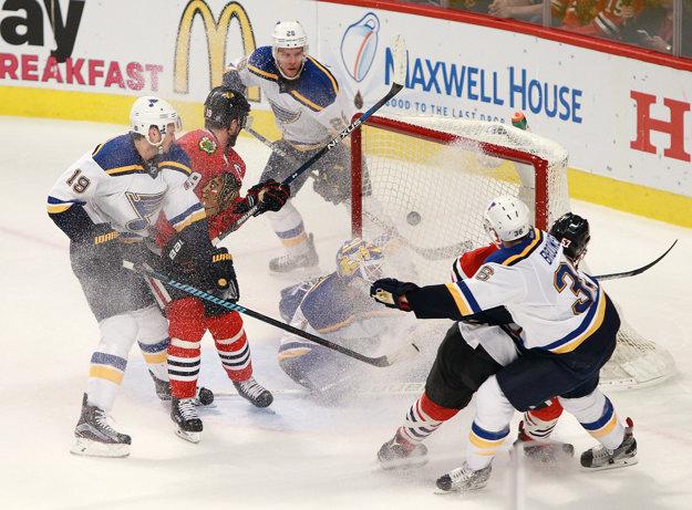 Hokejisti Chicaga zvládli kľúčový zápas a o postupe sa rozhodne v siedmom zápase.