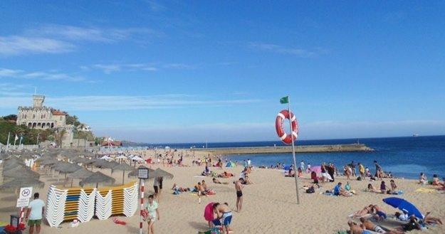 Nepripravených prekvapí studená voda Atlantického oceánu na portugalských plážach.