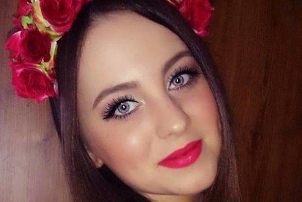 Miriam Rajčanová z Novej Bane. Jej čelenky sú známe široko-ďaleko.