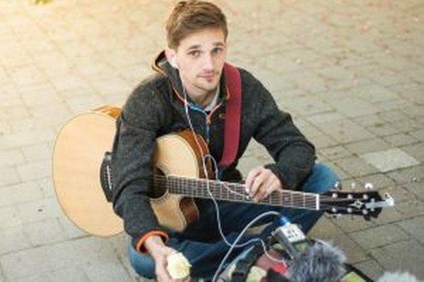 Kristián Balco: s hraním na gitare začal aj spievať.