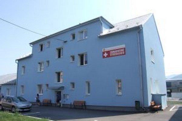 V Žarnovici pri zdravotnom stredisku pribudlo nové parkovisko.