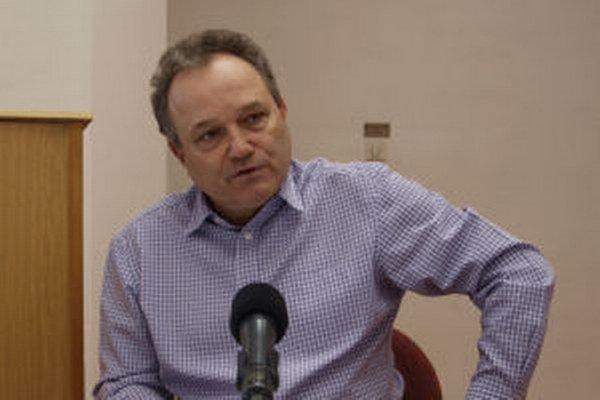 Ladislav Kukolík ostáva pracovať ako lekár.