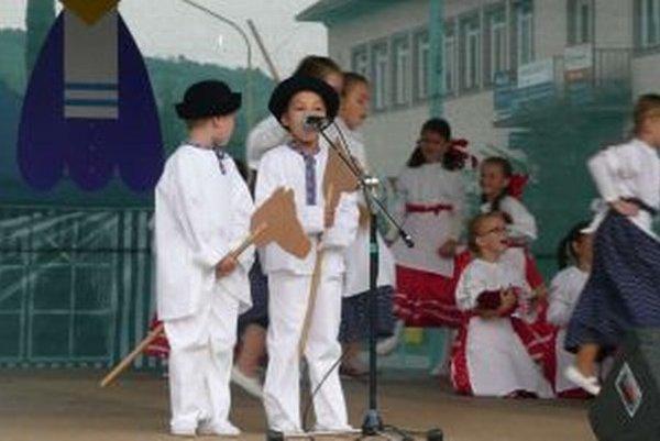Detský folklórny súbor Novobanček existuje v Novej Bani už niekoľko rokov, pred pár týždňami vznikol mládežnícky.