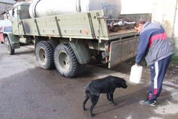 Problémy s pitnou vodou sa v Štiavnických Baniach objavili aj vlani v októbri.