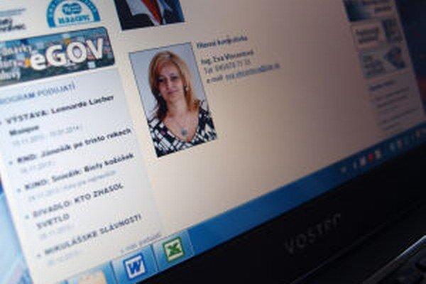 Dvaja žiarski poslanci kritizujú postup hlavnej kontrolórky mesta Evy Vincentovej.