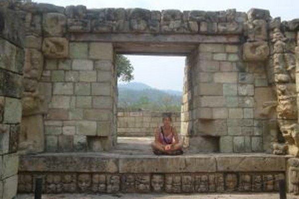 Archeologička Eva Jobbová v Copáne, treťom najväčšom mayskom meste v klasickom období.