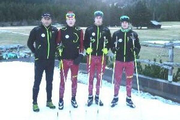 Reprezentanti z Kremnice. Zľava tréner Jozef Brünn, David Brünn, Martin Kapšo, Erik Urgela na sústredení v talianskej Santa Caterina Valfurva v novembri 2012.