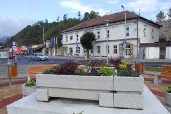 Zamestnancom Mestského úradu v Žarnovici posunuli pracovnú dobu.