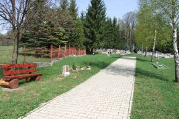 Na kunešovskom cintoríne plánujú vybudovať urnový múr.